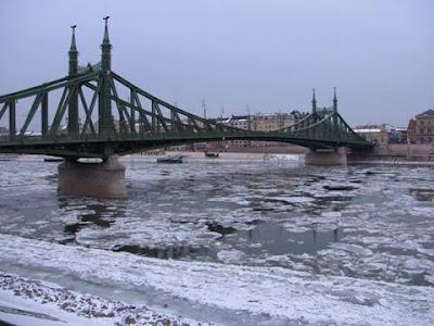 Szabadság híd jégzajlás idején